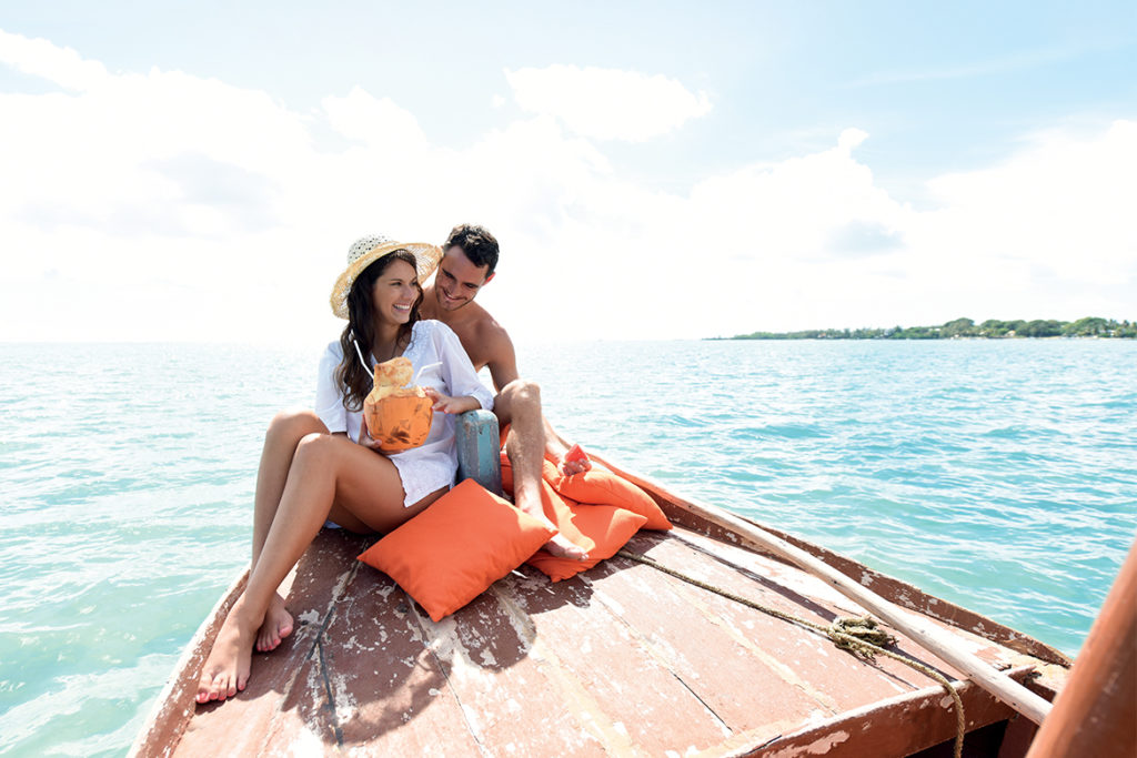Trip for couples on a tradtional pirogue